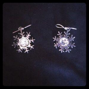 Jewelry - Vintage snowflake earrings